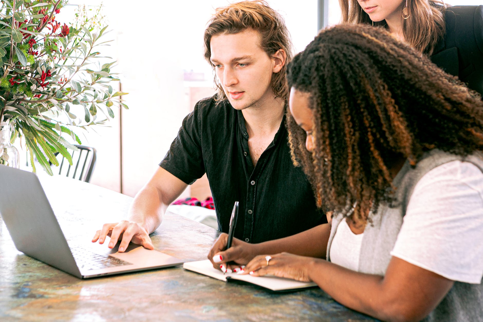 Strengthen Your Contractor Relationships with These 4 Tips